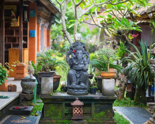 Traditional Balinese sculpture in Ubud, Bal, Indonesia